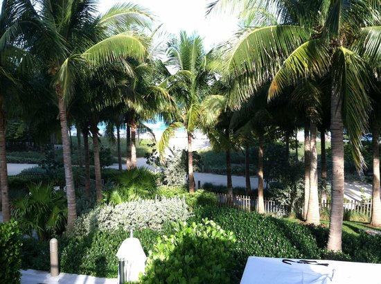 The St. Regis Bal Harbour Resort : View from upper level adult pool