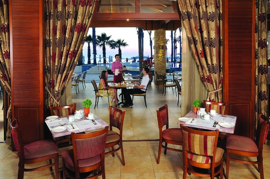 Alexander The Great Beach Hotel: Cafe Royale