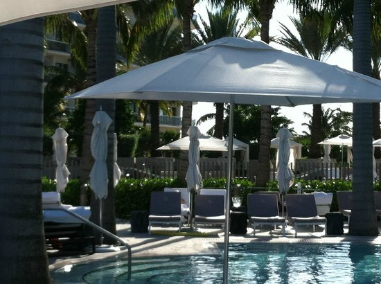 The St. Regis Bal Harbour Resort : View from family pool toward spa area