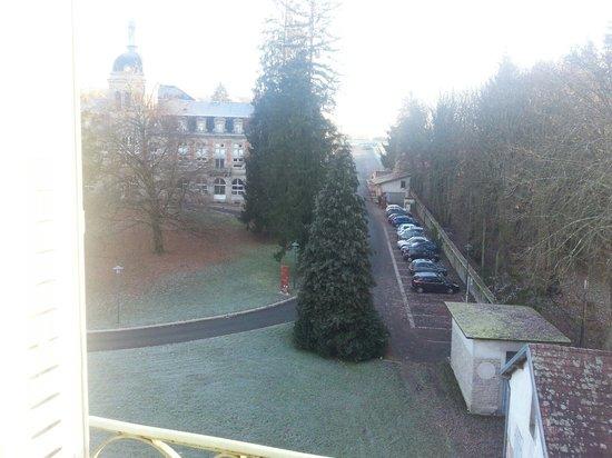 Residence Les Sources : Blick vom Zimmer auf das Spital
