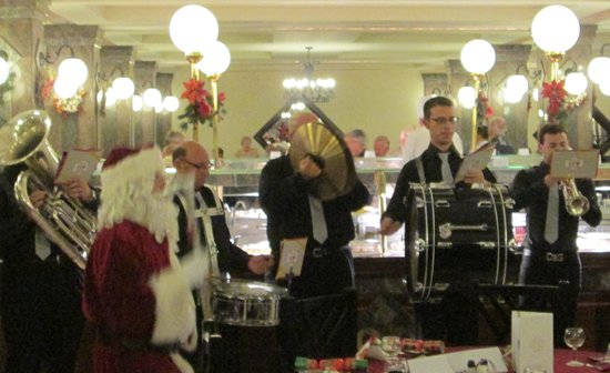 Qawra Palace Hotel: Christmas carols from the Maltese Brass Band
