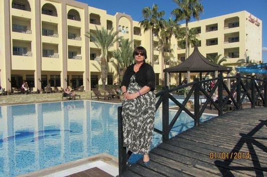 Hotel Paradis Palace : У бассейна.