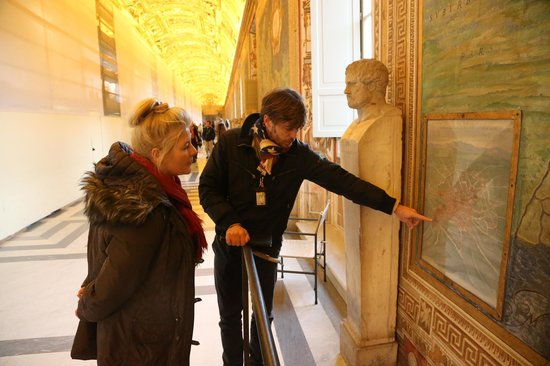 Italy Rome Tour: Max guiding in the Vatican Museum