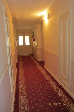 Hotel Paradis Palace : Коридор.