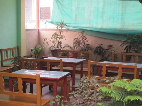 Kedar Guest House: Sitting and dining area
