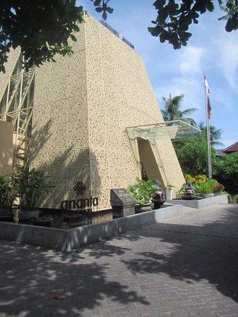 Ananta Legian Hotel: Hotel Entrance