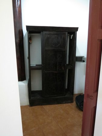 Hacienda Guachipelin: Suite has a walk in closet
