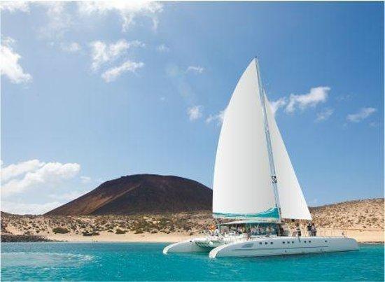 Orzola, Spain: Catamarán en la Graciosa
