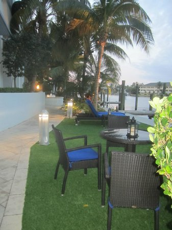 Residence Inn Fort Lauderdale Intracoastal/Il Lugano: Garden by the canal