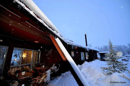 Máttaráhkká - Northern Light Lodge: Front of the lodge