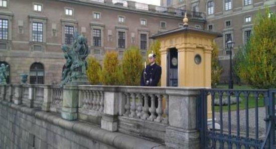 Stockholmer Schloss (Kungliga Slottet): Гвардия у Королевского дворца
