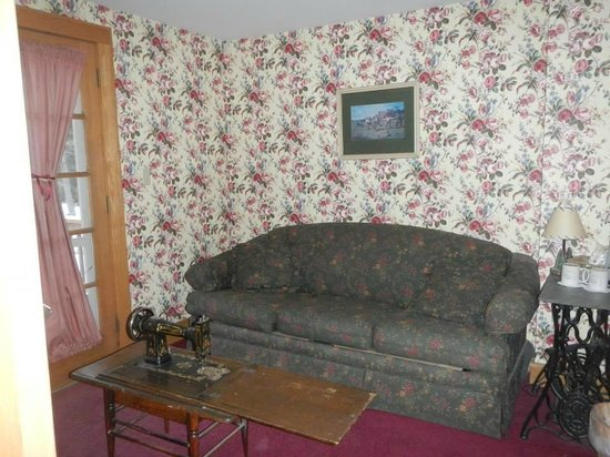 Friends Lake Inn: the adjoining sitting room
