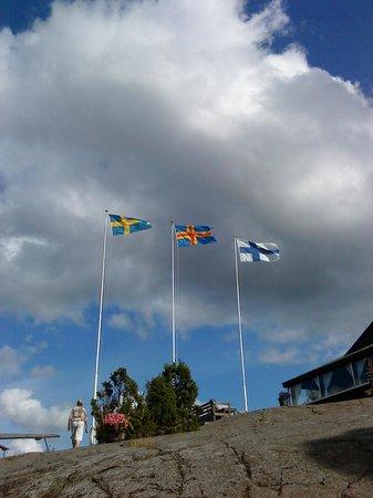 Hotel Cikada: флаги Аланд