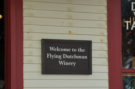 Flying Dutchman Winery: Store front - Flying Dutchman