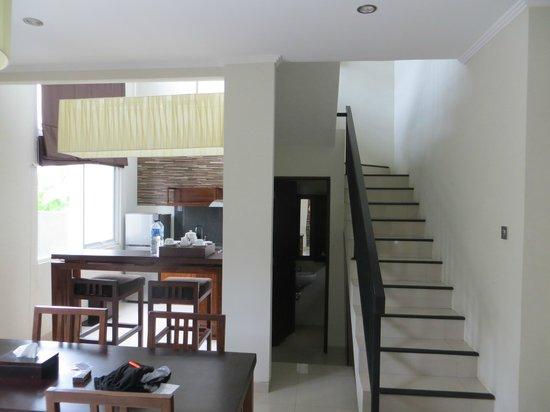 Uppala Villa Seminyak: upstairs