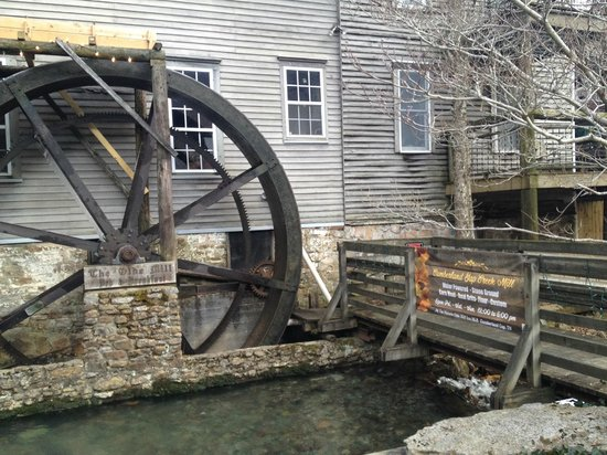 The Olde Mill Inn Bed & Breakfast: It is now a working mill again!
