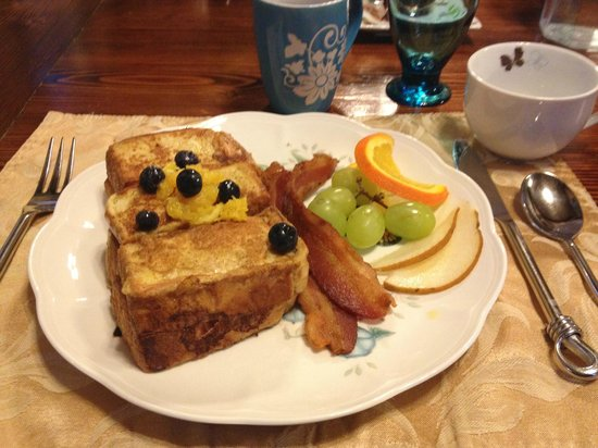 The Olde Mill Inn Bed & Breakfast: Great food!