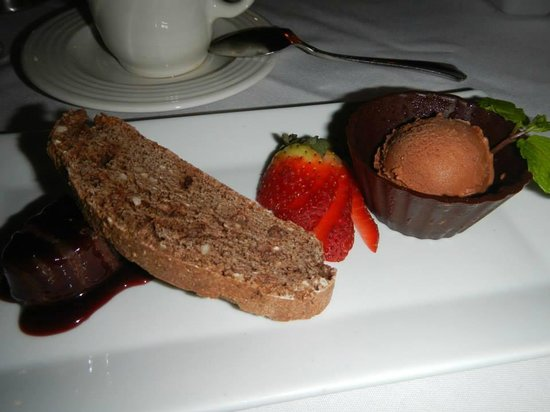 Friend's Lake Inn: Chocolate dessert