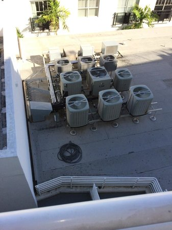 Congress Hotel South Beach: Partial Ocean View/Full A/C blower view & noise