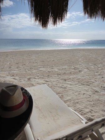 Dreams Riviera Cancun Resort & Spa : The beach and its calm sea