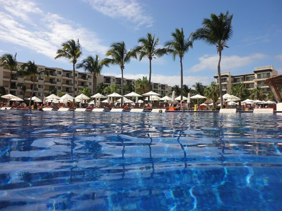 Dreams Riviera Cancun Resort & Spa : Hotel view from the pool