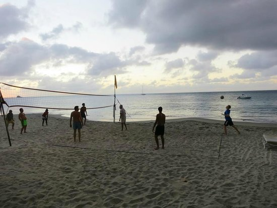BodyHoliday Saint Lucia : Sunset volleyball