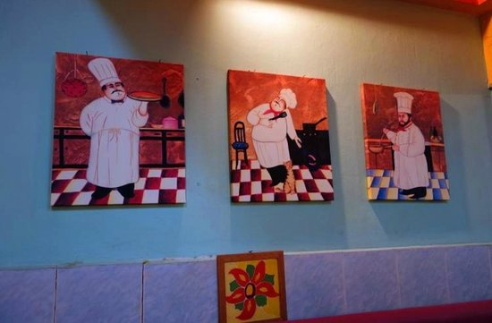 Pizzeria Traudi, Kota Bharu: Decorations on the wall