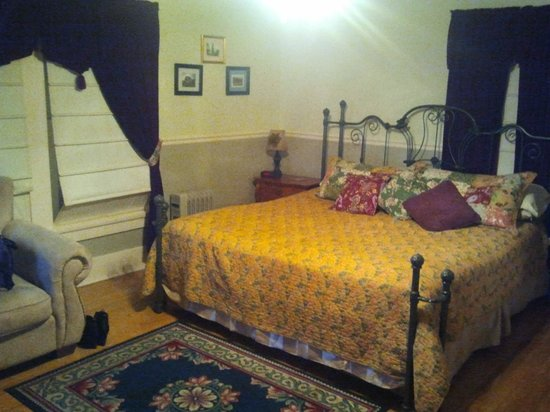 Boot Hill Bed & Breakfast: Wyatt Earp Room