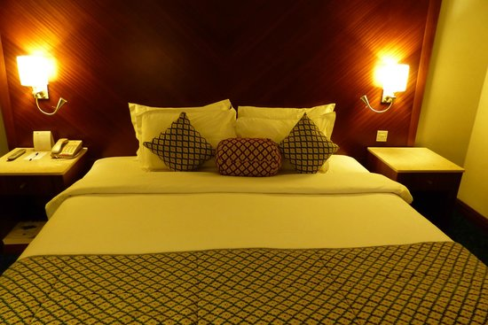 Regent Palace Hotel: King size bed