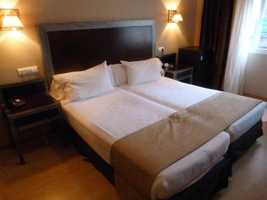 Ulises Hotel: Cama