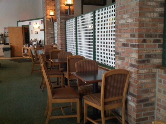 Quality Inn Lake Placid: big breakfast area