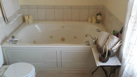 Texas White House Bed and Breakfast: Jacuzzi Tub