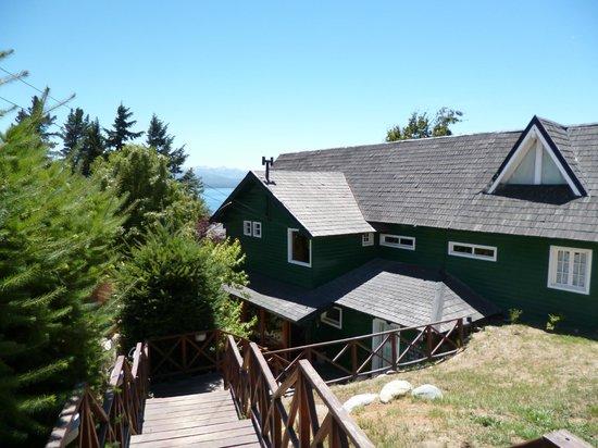 Green House Hostel Bariloche: Frente del hostel
