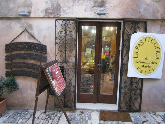 La Pasticceria Maria Grammatico: ingresso pasticceria