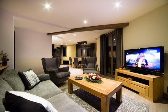 salon tv appartement 100 m2 picture of hotel edelweiss courchevel tripadvisor. Black Bedroom Furniture Sets. Home Design Ideas