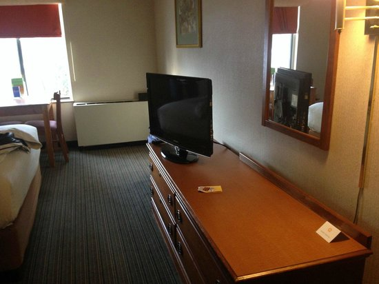 La Quinta Inn & Suites South Burlington: TV area