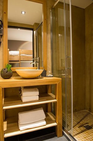 Hôtel Edelweiss : Salle de bain cabine - chambre enfant - Appartement 100m2