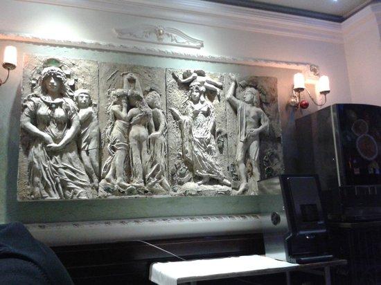 Queen's Astoria Design Hotel : Ресторан