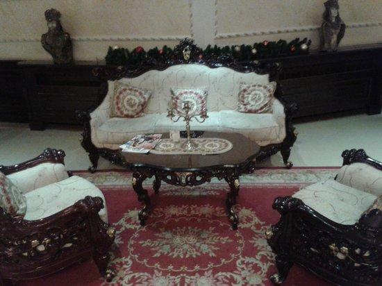 Queen's Astoria Design Hotel : Холл