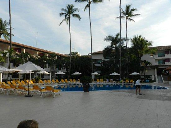 Crown Paradise Club Puerto Vallarta: Family Pool