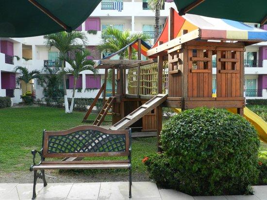 Crown Paradise Club Puerto Vallarta: Playground