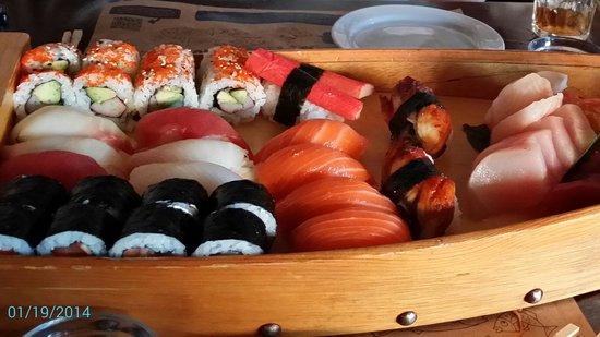 Sushi Maki: Sushi boat for 2