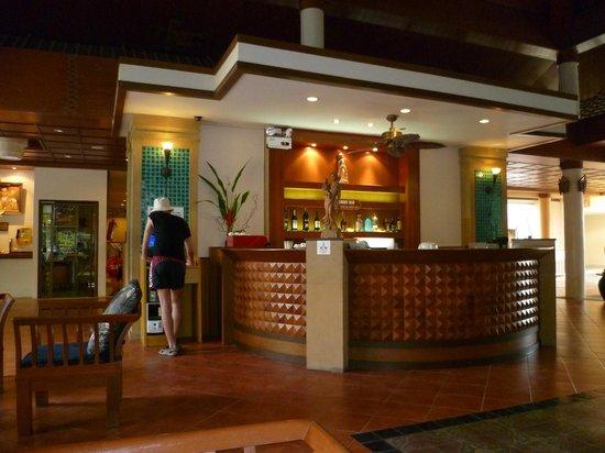 Thara Patong Beach Resort & Spa: Ресепшн