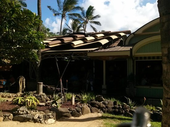 Outside the restuarant picture of mama 39 s fish house for Mama s fish house maui