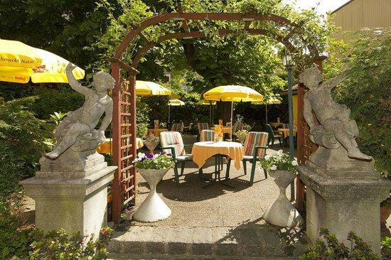 Hendl-Eck: Gastgarten