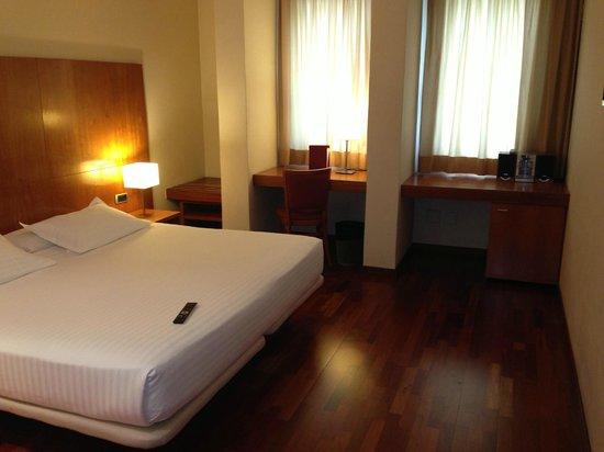 Acevi Villarroel: Amplia Habitación