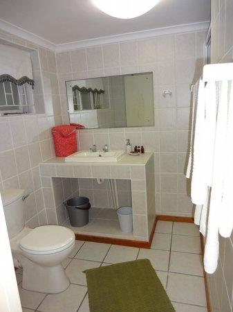 Four Pines Lodge: Bathroom