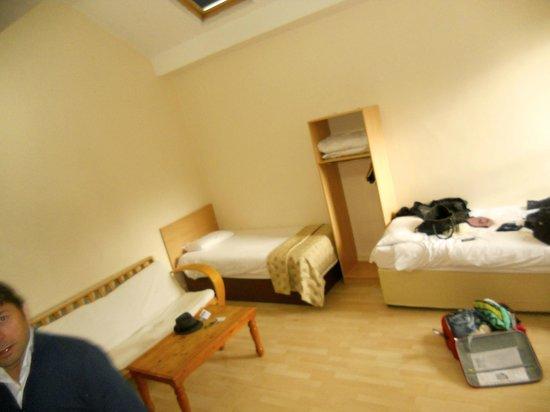 Westlynne Hotel/Apartments: Soggiorno con 2 posti letto