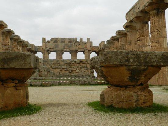 Selinunte : interno tempio atena