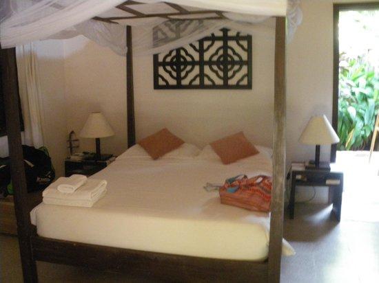 Mango Bay Resort: lit avec moustiquaire